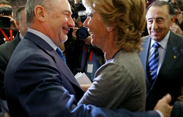 """Aguirre ironiza en el primer acto con Rato que """"sale del armario"""" tras la disputa de Caja Madrid"""