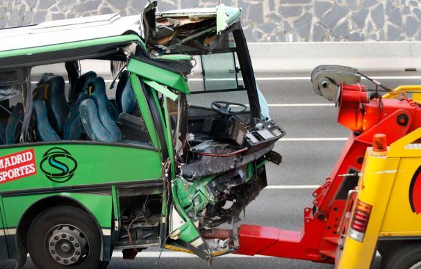 Doce heridos, tres de ellos graves, en un accidente de un autobús en Jaén