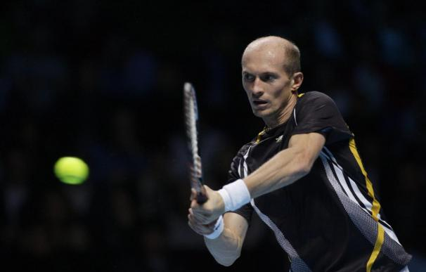 Davydenko vence a Nadal y le deja fuera de las semifinales