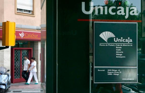 CCOO y UGT rechazan el plan de negocio que prevé 1.000 despidos en CajaSur