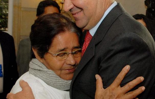 """El Comisionado de Paz de Colombia dice que los dos rehenes serán liberados """"en semanas"""""""