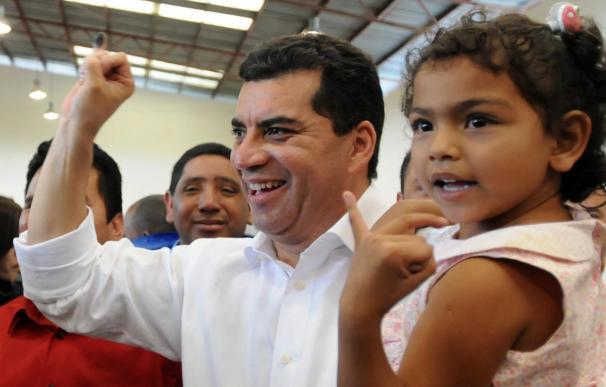 Elvin Santos acepta el triunfo de Porfirio Lobo en las elecciones de Honduras