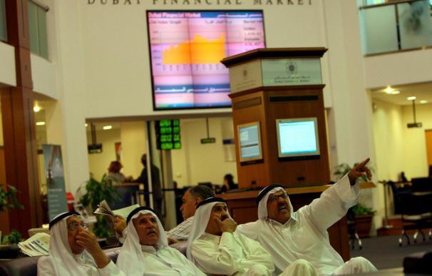 Las Bolsas de Dubái y Abu Dabi caen más del 7 por ciento tras su apertura