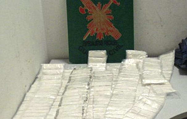 Detenidos nueve narcotraficantes que introducían cocaína oculta en cuadros