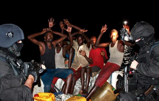 """La fragata portuguesa captura a los piratas que atacaron el """"Ortube Berria"""""""