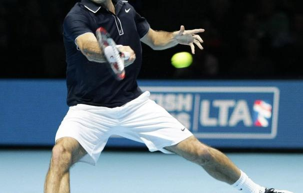 Federer se sobrepone a un mal comienzo y destroza a Murray