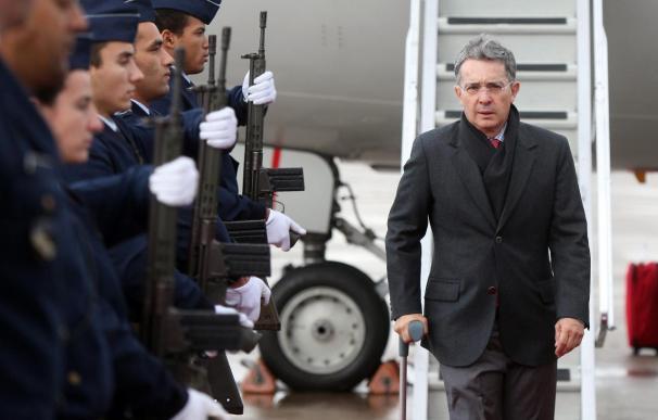 Uribe, Bachelet, Martinelli y Correa llegan a Estoril para asistir a la Cumbre Iberoamericana