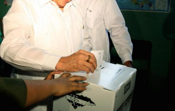 "Roberto Micheletti vota ""por Honduras"" en su ciudad natal"
