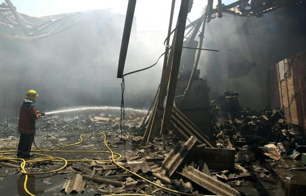 Dos heridos graves y unos 30 vecinos desalojados en un incendio en Terrassa