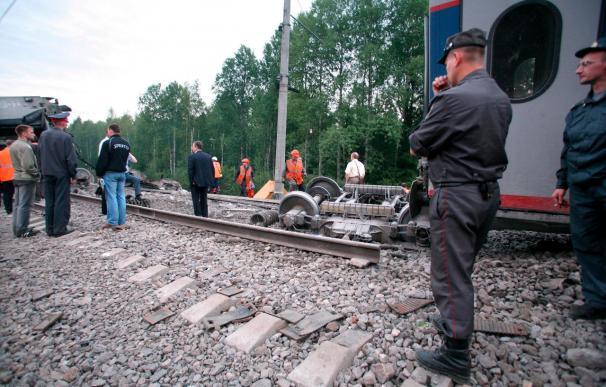 Al menos 25 muertos al descarrilar un tren entre Moscú y San Petersburgo