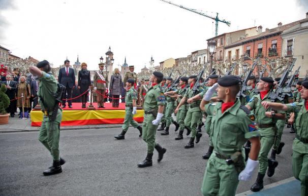 Alcalá renueva sus lazos con la BRIPAC con la entrega de la bandera nacional