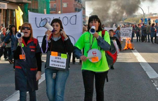 Unas 700 personas cortan la N-340 en protesta por cierre de Lear en Roquetes