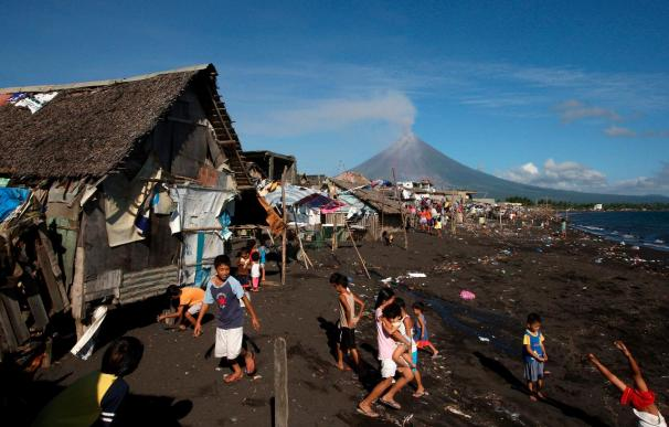 El Ejército se refuerza para impedir el regreso de los evacuados del Mayon