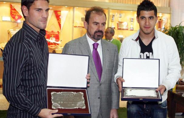 Albín y Gavilán, homenajeados por el Getafe tras cumplir cien partidos