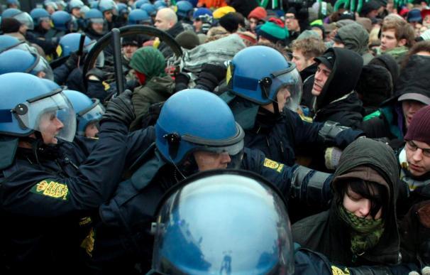 Ascienden a 230 los detenidos en acción de protesta para bloquear la cumbre en Copenhague