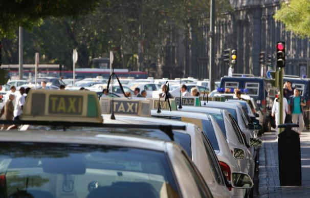 La Unión Nacional de Asociaciones Libres mantiene para mañana un paro de los taxistas de toda España