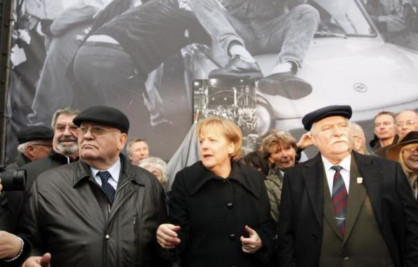 Walesa vuelve junto con Merkel y Gorbachov al primer lugar donde se abrió el Muro