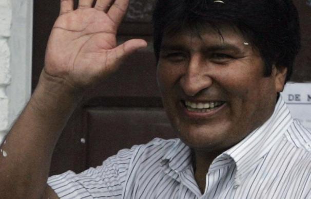 Morales gana los comicios con el 51,2% de los votos al opositor Reyes Villa