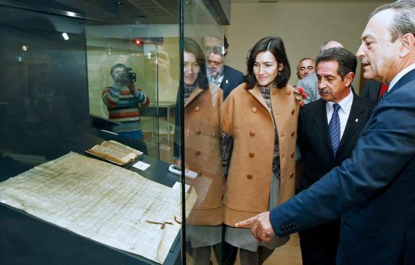 González Sinde inaugura una biblioteca en Cantabria que se abre el 11 de enero al público