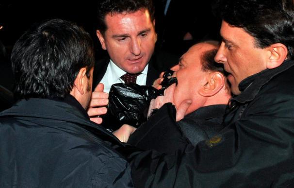 Berlusconi pasa una noche agitada y los médicos evaluarán sus condiciones