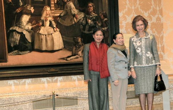 La Reina acompaña a la esposa del presidente de Vietnam a visitar el Prado