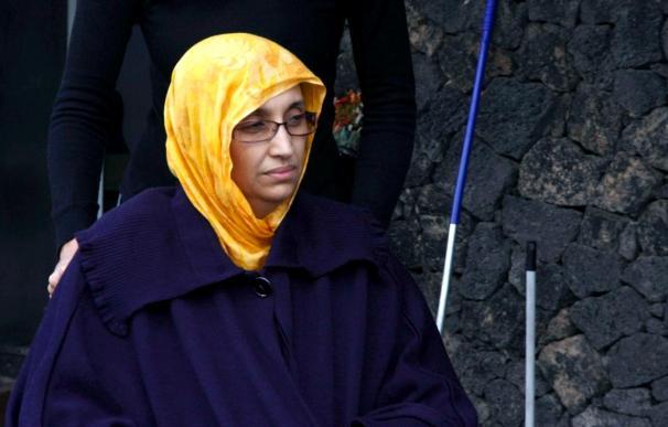 Haidar cumple hoy un mes en huelga de hambre en el aeropuerto de Lanzarote