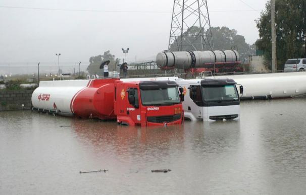Más de 200 intervenciones por lluvia y viento en Huelva y Sevilla