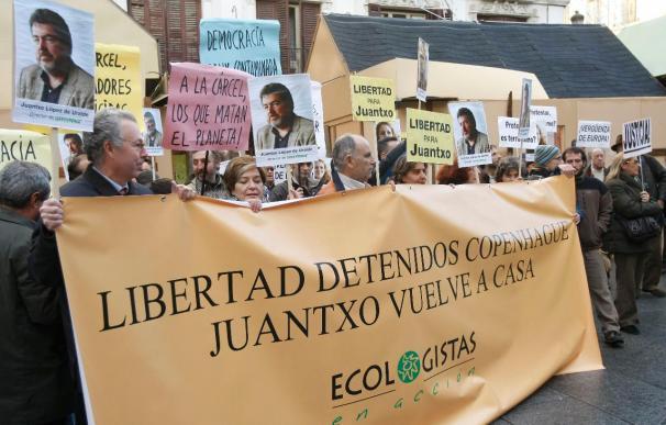 Concentración de Ecologistas en Acción para pedir la liberación de Uralde