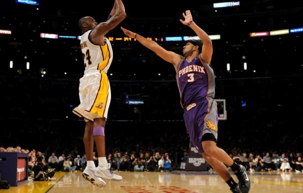 Cavaliers y Lakers mostraron su poder y Wade destacó con 34 puntos