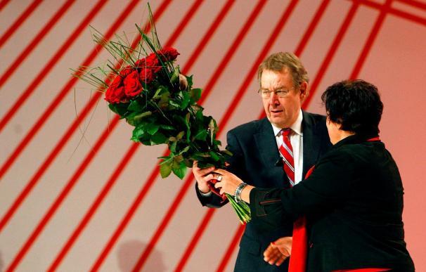 Los socialistas europeos reeligen a Poul Nyrup Rasmussen como presidente