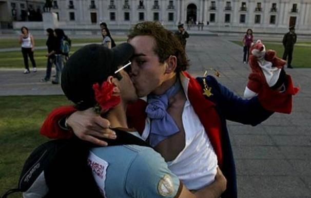 Una pareja reivindica sus derechos en Santiago de Chile