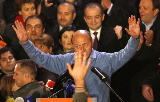 Un recuento oficial da la victoria a Basescu en las elecciones rumanas