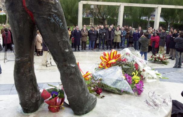 La AVT recuerda a los fallecidos de la Casa Cuartel en el 22 aniversario