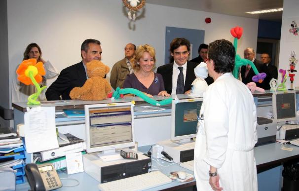 Aguirre visita en Navidad a los enfermos del Hospital Puerta de Hierro