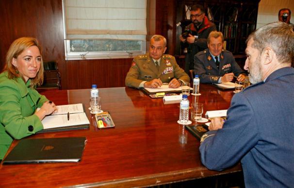 Chacón analiza con los jefes de Estado Mayor las misiones en el exterior