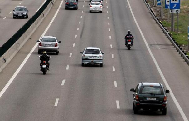 Muere un policía arrollado por un vehículo mientras señalizaba un accidente