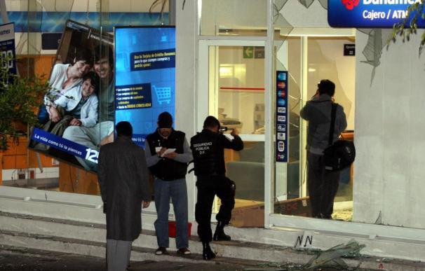 Dos sucursales sufren explosiones de baja potencia en el Estado de México