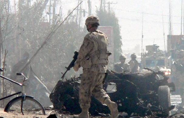 Cuatro soldados y un periodista canadienses mueren en un ataque en Afganistán