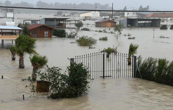 Aumentan a 21 las carreteras cerradas al tráfico en Andalucía por el temporal