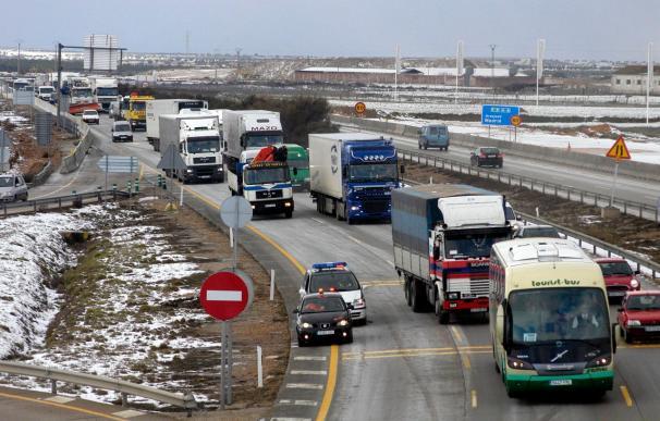 Cortada la autovía A-4 por el desbordamiento del río Jabalón cerca de Valdepeñas