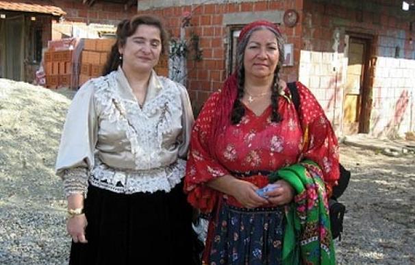 La activista finlandesa Miranda Volasrata y la escritora Luminita Cioaba en la inauguración de la Ruta Cultural Romaní