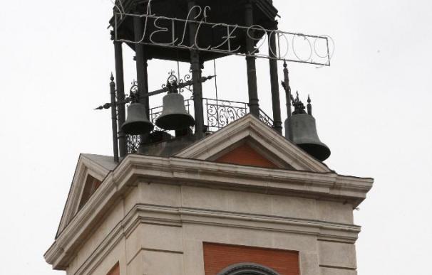 Puesto a punto el reloj de la Puerta del Sol para las campanadas