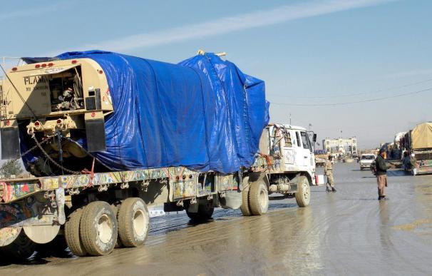 Al menos 2 muertos en un ataque insurgente contra un convoy de suministros de la OTAN