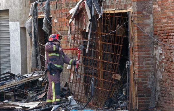 Cuatro jóvenes mueren en un incendio en un bloque de pisos de Barcelona