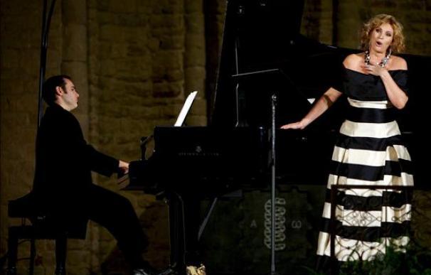 """Arteta canta una """"dolorosa"""" en euskera para las víctimas del terrorismo"""
