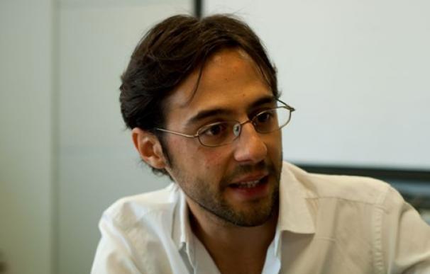 """Sergio Fernández, periodista y autor de """"Vivir sin jefe, el libro que hará que ames trabajar por tu cuenta"""". (lainformacion.com)"""