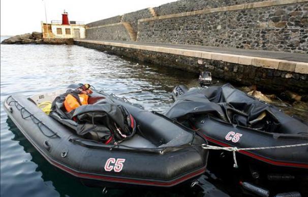 Rescatan una patera con cinco inmigrantes en Almería