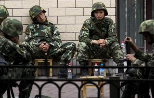 China mantiene un amplio dispositivo del Ejército en Xinjiang para controlar la situación | EFE