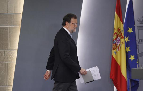 "Rajoy ve a Sánchez ""capaz"" de pactar con Podemos e independentistas pero insiste en defender la gran coalición"