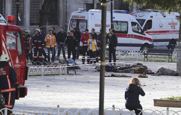 La horrible escena del atentado en la plaza Sultanahmet de Estambul el 12 de enero de 2016 (Foto: Europa Press)